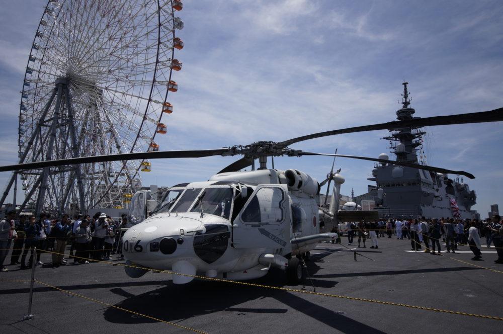 護衛艦 かが 飛行甲板 SH-60