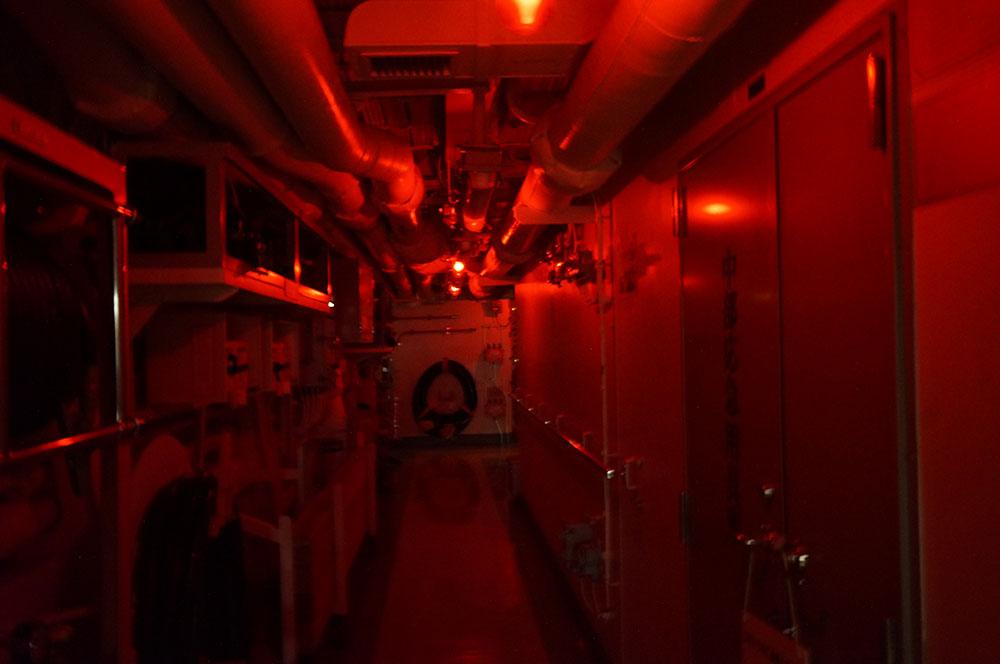 さざなみ 艦内 赤色灯