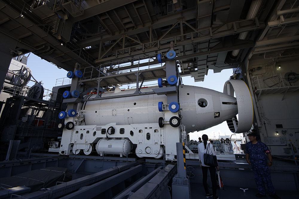 潜水艦救難艦ちはや 深海救難艇(DSRV)